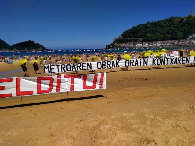 Protesta para exigir la paralización total de las obras del metro de Donostialdea