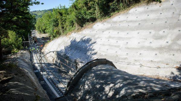 Reanudado el servicio ferroviario entre Deba y Zumaia tras reparar el túnel de Sakoneta