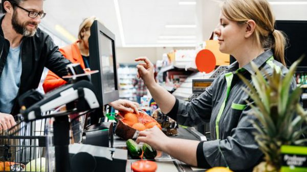 La facturación de servicios desciende un 38,5 % en abril en la CAV