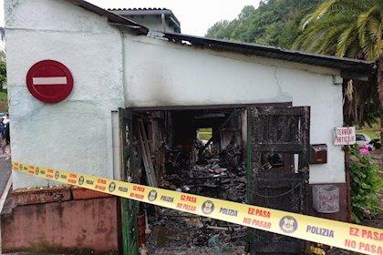 Arrestado tras atrincherarse y provocar un incendio en San Sebastián