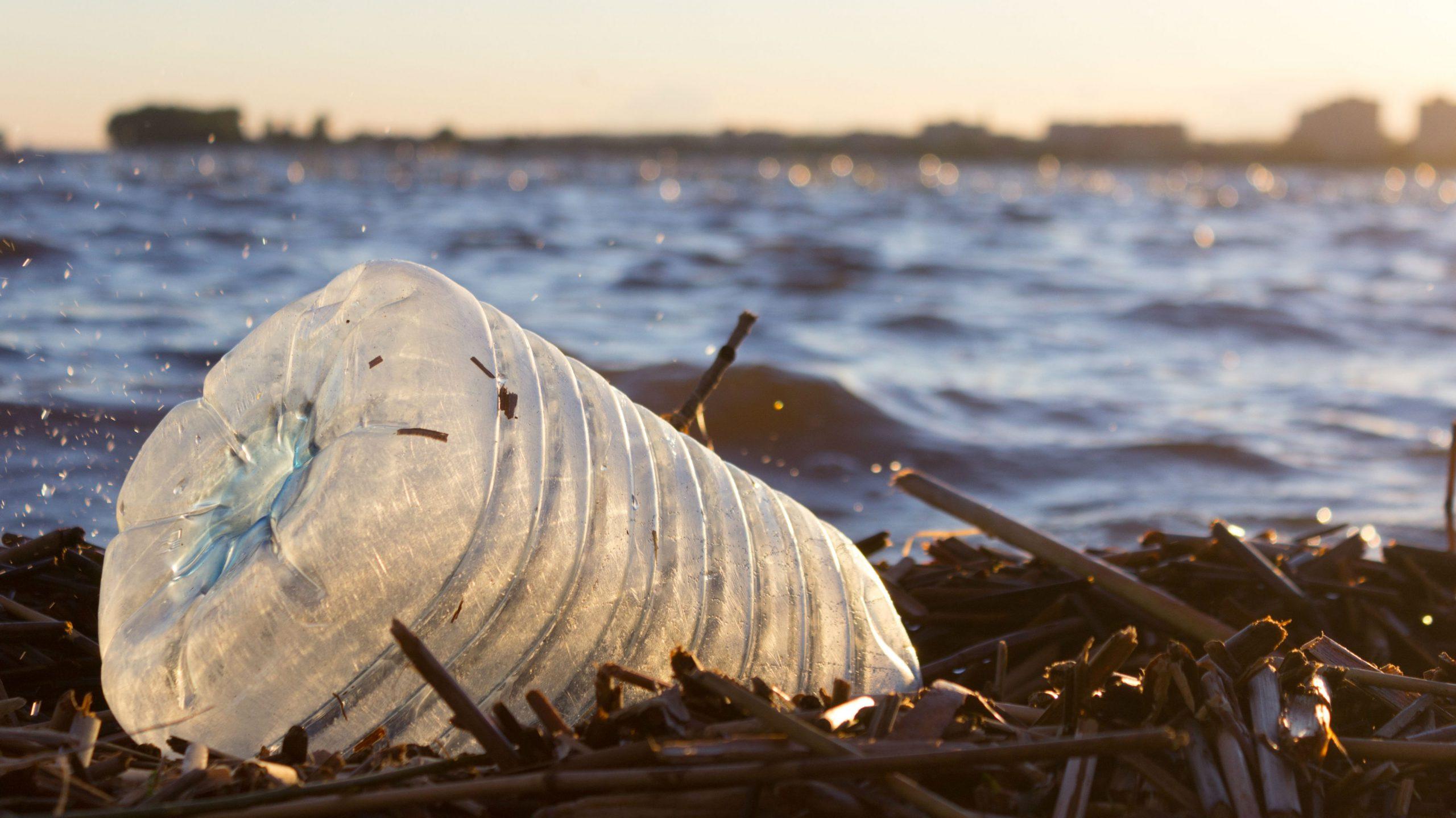 agua-gratis-en-los-bares-y-adios-a-las-pajitas-y-a-la-obsolescencia-programada:-asi-sera-la-ley-de-residuos