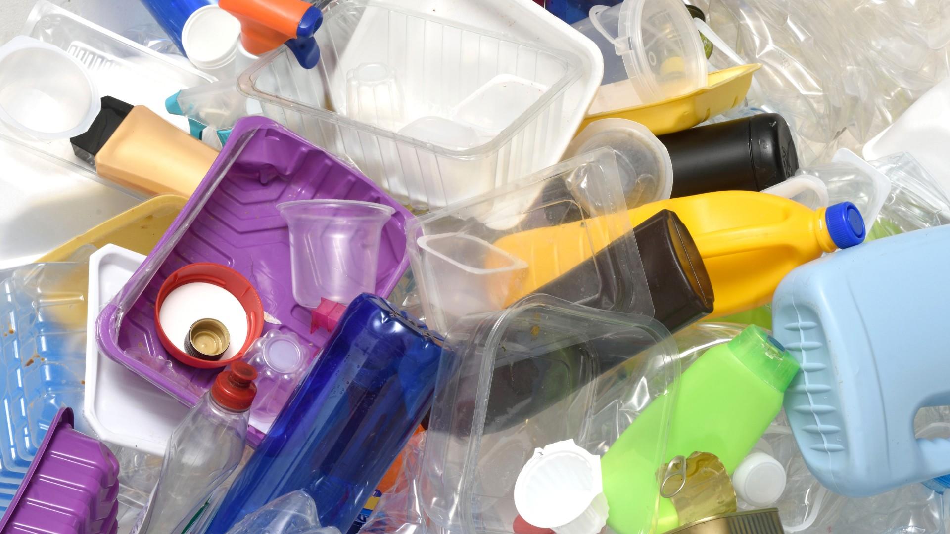 el-gobierno-anuncia-un-impuesto-para-los-envases-de-plastico-de-un-solo-uso