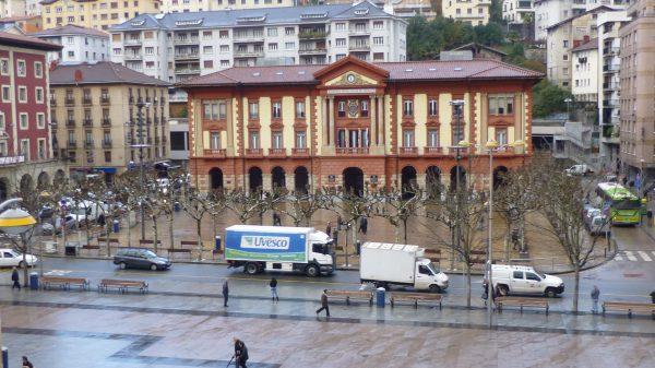 Arrestado en Eibar por lesiones, delito de odio y atentado a agentes de la autoridad