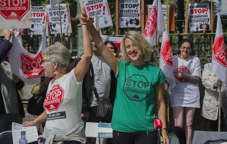 Stop Desahucios se concentra para paralizar un desahucio en Donostia