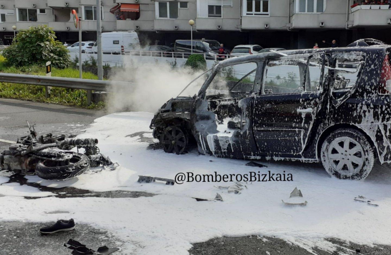 Un motorista resulta herido grave tras colisionar contra un turismo en Mutriku